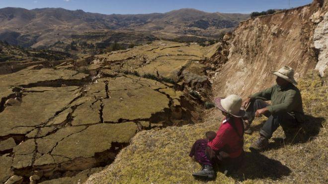 La grieta o deslizamiento más grande (a la derecha) mide entre dos y 38 metros de altura y unos 290 metros de largo. VÍCTOR ZEA