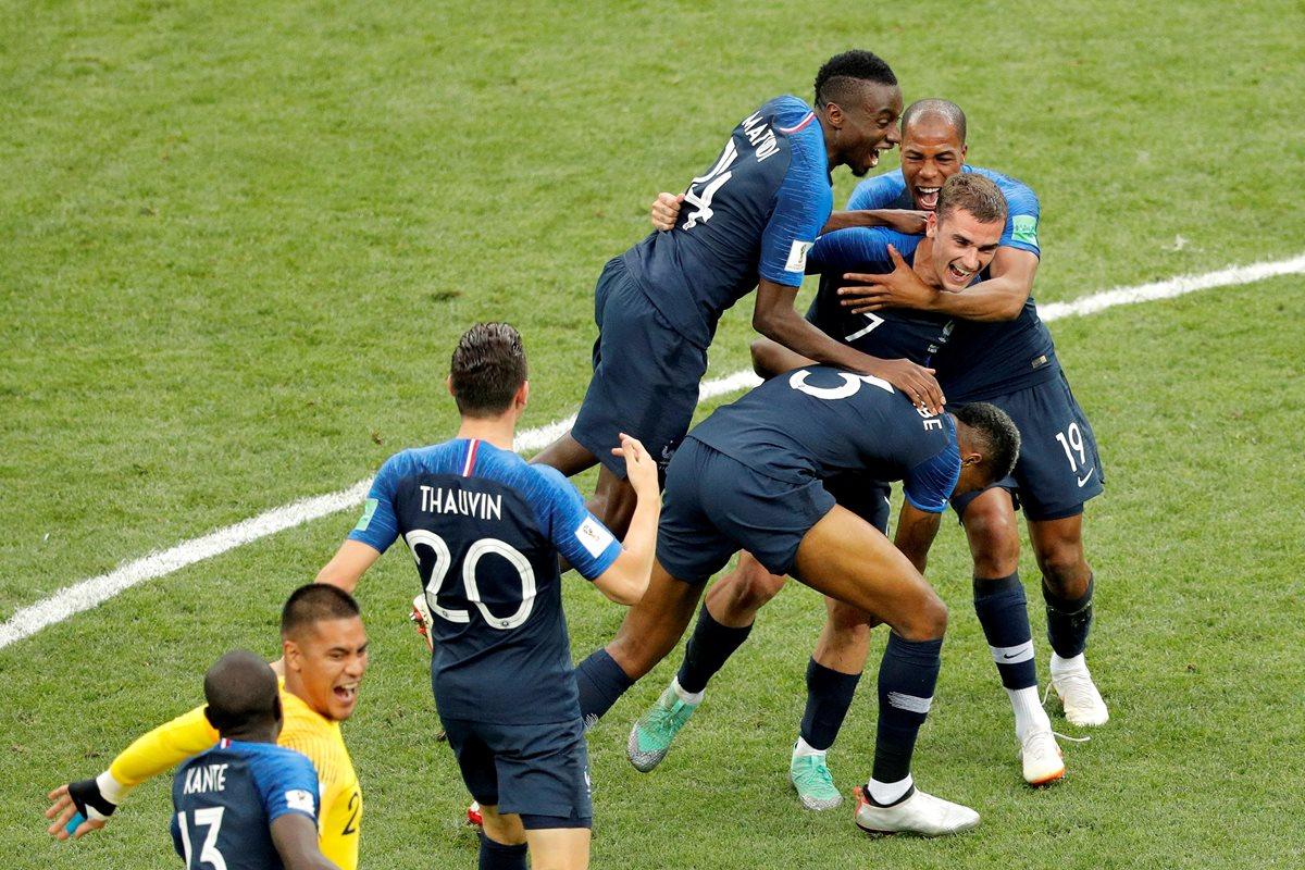 Los jugadores de la Selección de Francia festejan al ganar la Copa del Mundo. (Foto Prensa Libre: EFE)