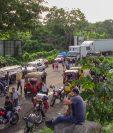 El bloqueo en el km 178 de la ruta al suroccidente causó caos vehicular. (Foto Prensa Libre: Rolando Miranda).