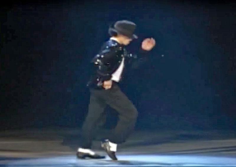 Michael Jackson, con el clásico pase Moonwalk (Foto Prensa Libre: YouTube).