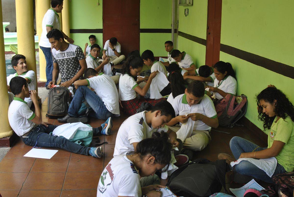 Escuelas de Escuintla siguen convertidas en albergues y afecta a estudiantes