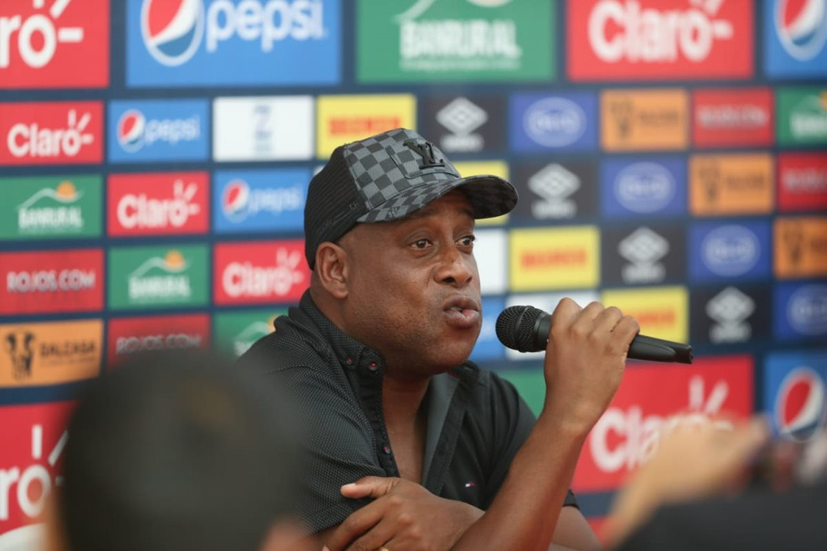 Hernán Medford ofreció su última conferencia de prensa después de quedar fuera de Municipal (Foto Prensa Libre: Carlos Vicente)
