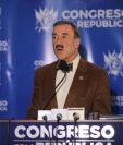 El diputado de la bancada Partido de Avanzada Nacional (PAN), Fernando Linares Beltranena, explicó el dictamen favorable a dos iniciativas de ley. (Foto Prensa Libre: Hemeroteca)