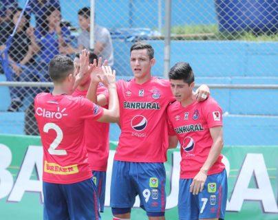 El ariete jutiapaneco José Carlos Martínez (9) consiguió el gol con el que Municipal venció este domingo a Chiantla, en el estadio Manuel Felipe Carrera (Foto Prensa Libre: Juan González)
