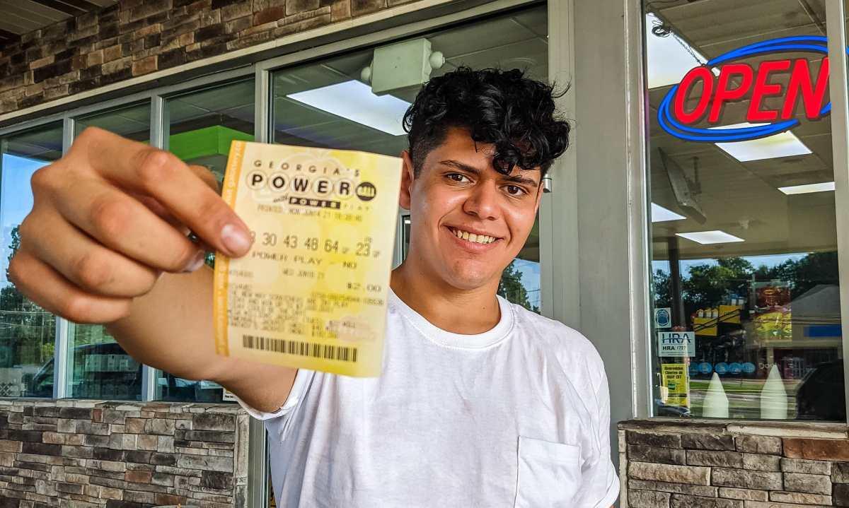 ¡Chapines prueban suerte en el Powerball de USD 570 millones de este miércoles!