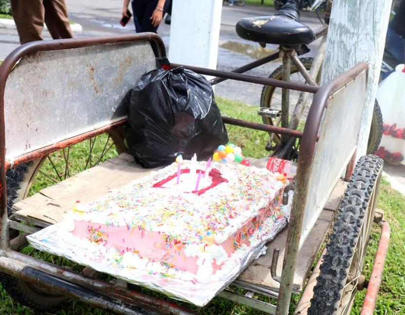Pastel que sería para celebrar el cumpleaños de la menor. (Foto Prensa Libre: Dony Stewart).
