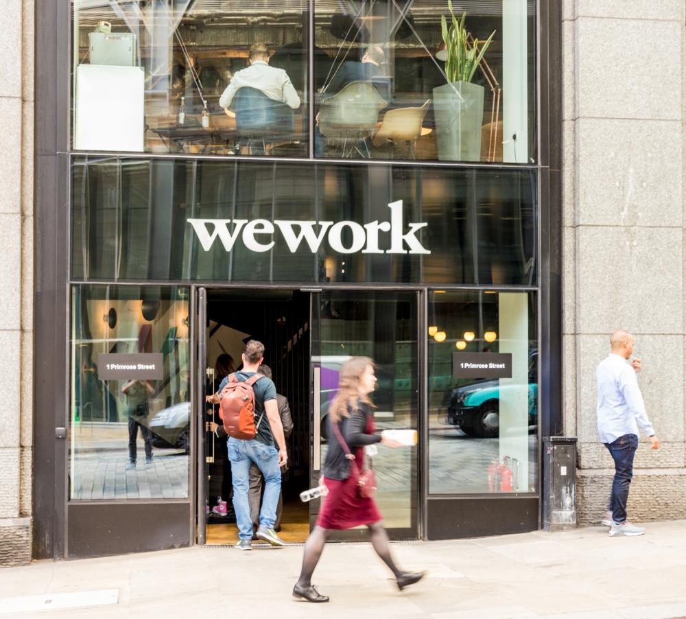 Según la creencia popular, cuando la economía se vaya a pique, los clientes de WeWork —muchos de los cuales son empresas emergentes y podrían ser los más vulnerables— simplemente se irán. (Foto Prensa Libre: Shutterstock)