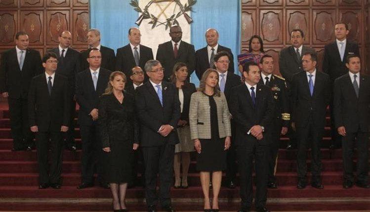 Mario Méndez, de Agricultura, y Óscar López, de Educación, son los únicos que se ha mantenido en los cargos de ministros desde el inicio de la administración. (Foto Prensa Libre: Hemeroteca PL)