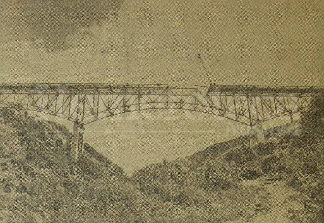Una vista de la instalación de la armadura de acero del puente Belice. Publicado el 21 de noviembre de 1958. (Foto: Hemeroteca PL)