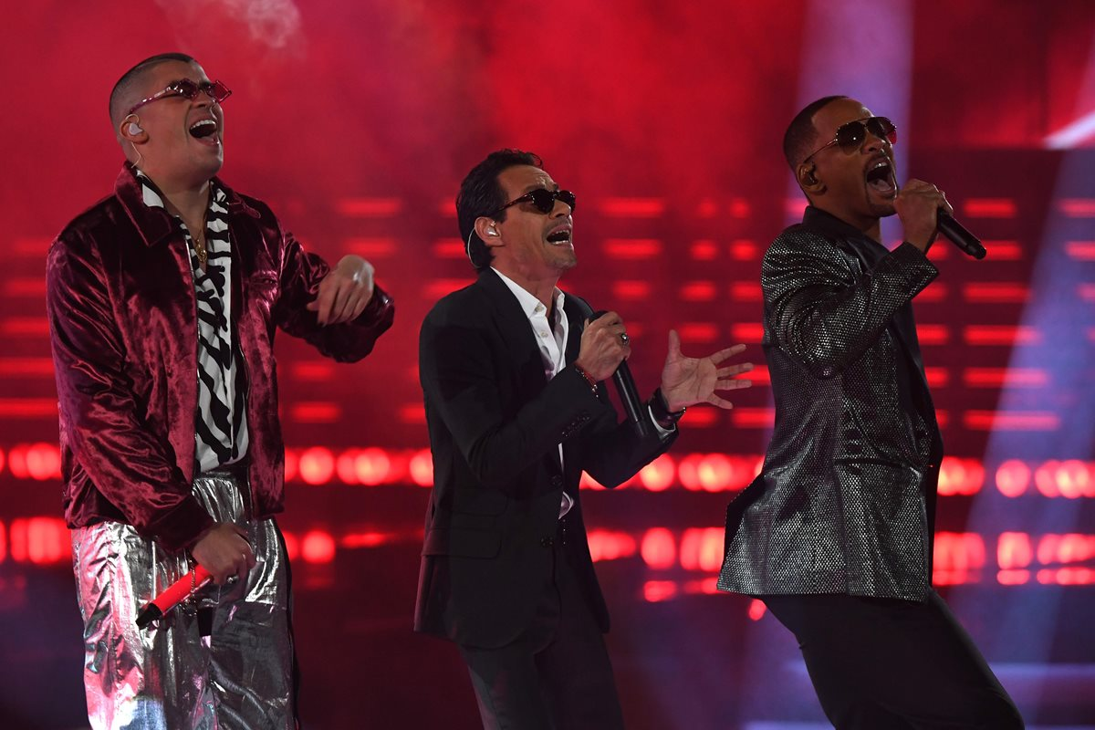Marc Anthony, Will Smith y Bad Bunny inauguraron la noche de los Latin Grammy (Foto Prensa Libre: AFP).