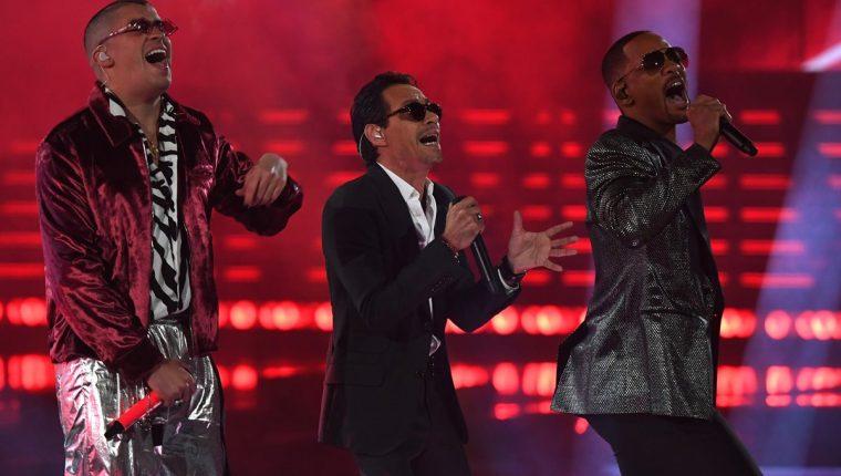Marc Anthony, Will Smith y Bad Bunny inauguraron la noche de los Latin Grammy (Foto Prensa Libre: AFP).