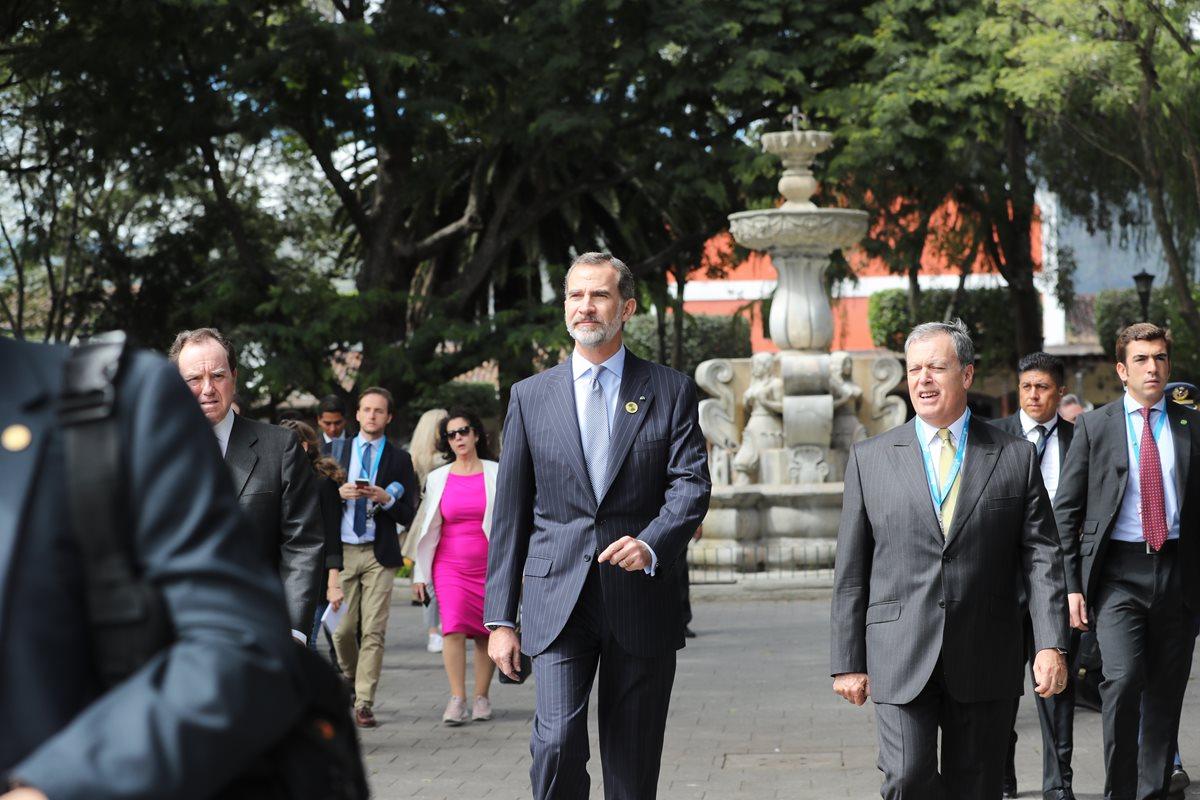 El rey camina por Antigua