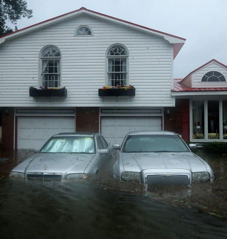 Miles de viviendas quedaron anegadas. (Foto Prensa Libre: AFP)