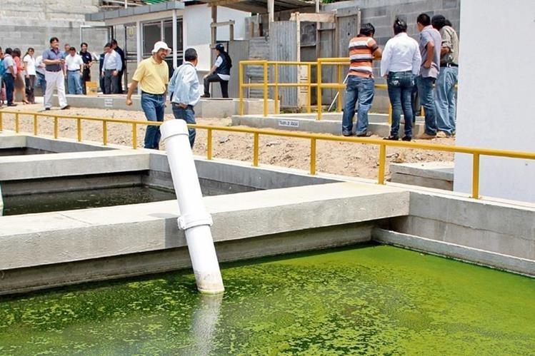 Se estima que a nivel nacional más del 95 por ciento de los afluentes están contaminados, debido a esto se estableció la necesidad de la construcción de plantas de tratamiento. (Foto Prensa Libre: Hemeroteca PL)