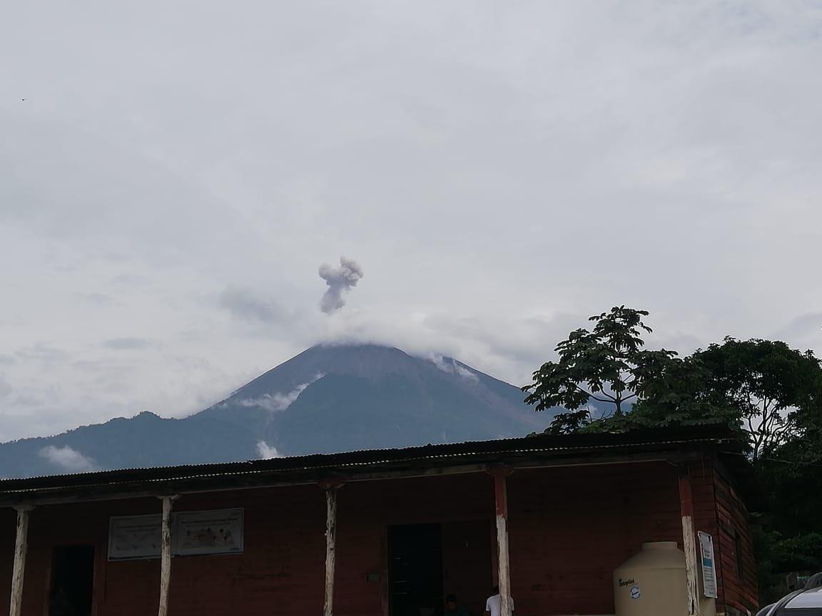 El Volcán de Fuego ha incrementado su actividad en las últimas horas. (Foto Prensa Libre: Conred).