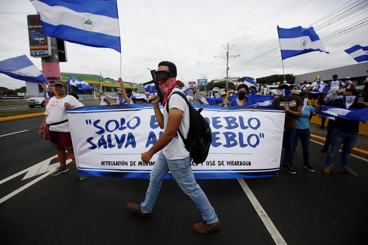 Manifestantes participan en un plantón para conmemorar los 100 días desde el inicio de la crisis sociopolítica que atraviesa Nicaragua. (EFE)