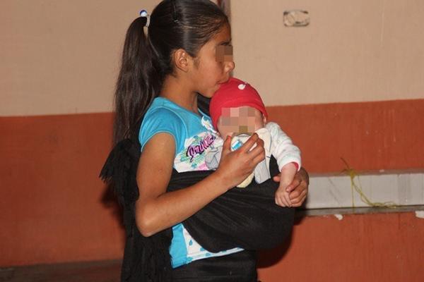 Muchos de los embarazos en niñas son producto de abusos cometidos por familiares o amigos cercanos. (Foto Prensa Libre: Mike Castillo)