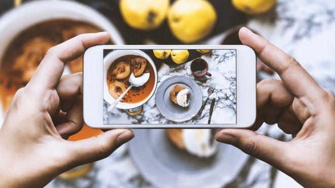 Las redes sociales pueden ser dañinas para quienes sufren trastornos alimenticios. (GETTY IMAGES)