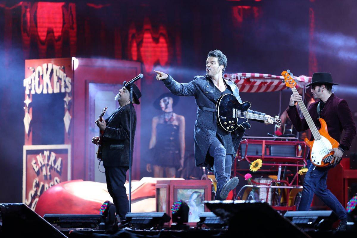Arjona puso de pie a todo su público al cantar éxitos que han marcado su carrera como también canciones del material Circo Soledad