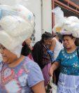 La continuidad de programas sociales es uno de las razones por las cuales las personas apoyan a algunos candidatos. (Foto Prensa Libre: Hemeroteca  PL)