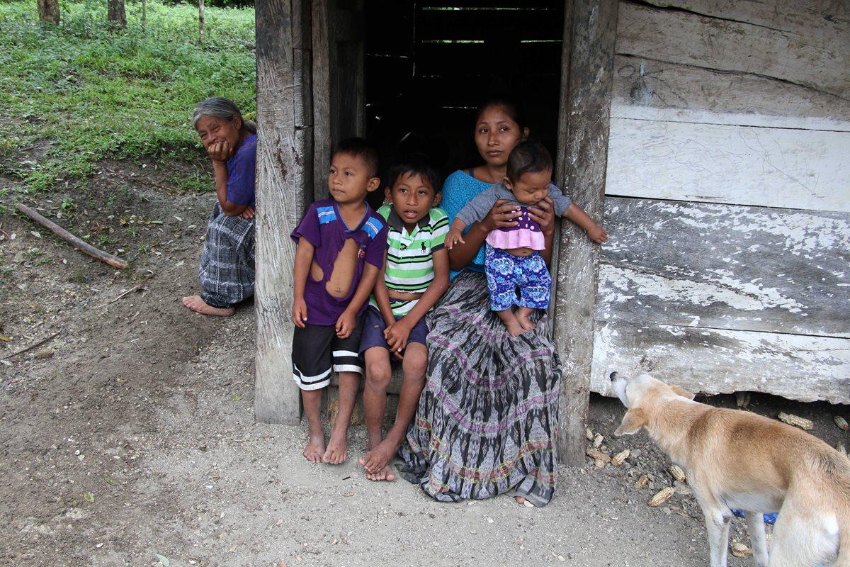 Claudia Maquin, madre de Jakelin, y su familia, viven en extrema pobreza.(Foto Prensa Libre: Eduardo Sam Chun)