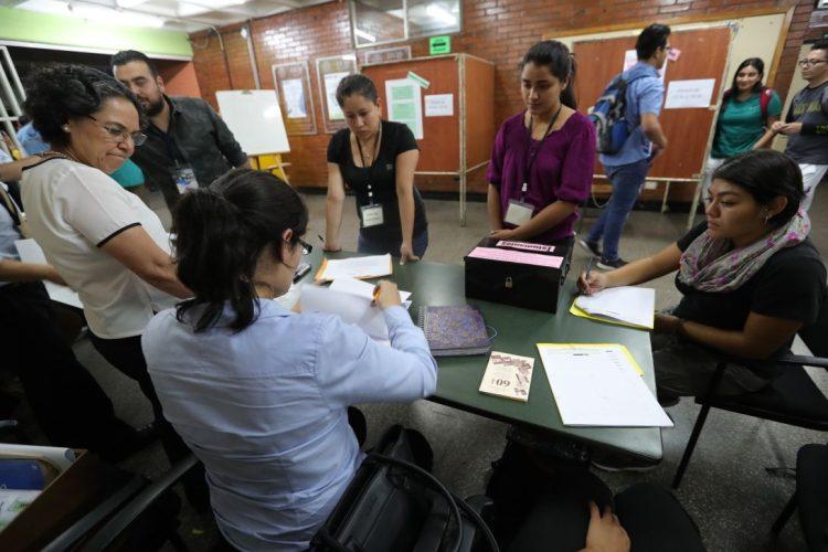 Recuento de votos en las mesas de votación, de las distintas unidades académicas.