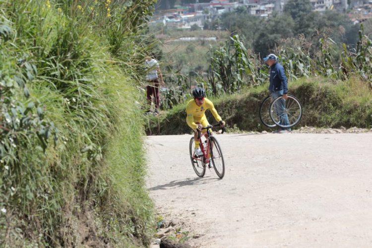 Ajpacajá se amplió a fondo en la cronoescalada de 18 kilómetros. (Foto Prensa Libre: Norvin Mendoza).