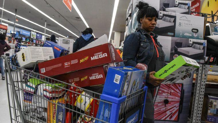 Los consumidores podrán ser los más afectados, advierte el FMI. (Foto Prensa Libre: AFP)