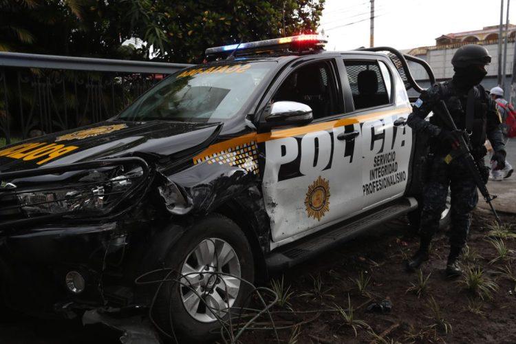 La patrulla donde era conducido Salvador Gandara chocó contra otro automóvil en la zona 5.