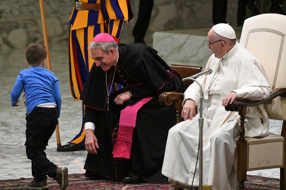 """""""este niño no sabe hablar, es mudo, pero sabe comunicar"""" dijo el papa Francisco."""