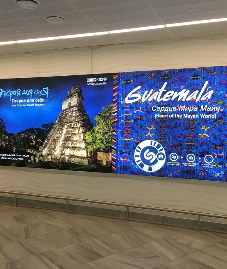 Publicidad de los destinos turísticos de Guatemala en el Aeropuerto de Kaliningrado, Rusia, según fotografía proporcionada por el Inguat para mostrar como es la campaña en varias ciudades de Rusia para atraer turistas al país. (Foto, Prensa Libre: Inguat).
