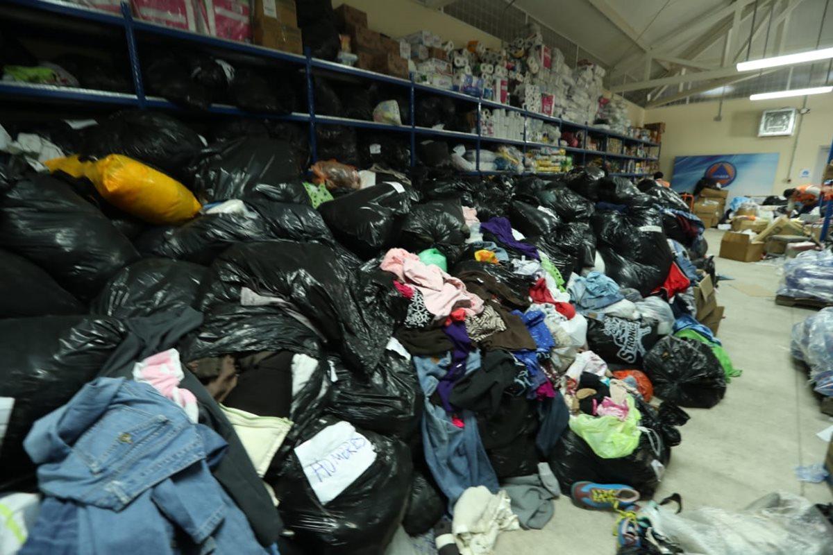 Cantidades grandes de ropa han sido enviadas para las personas afectadas.