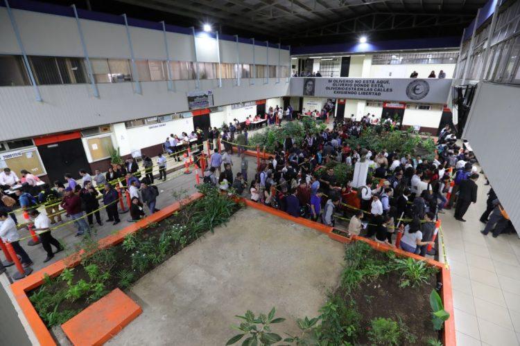 La jornada de elecciones se extendió hasta en la noche en la mayoría de unidades académicas.