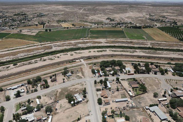 Frontera entre México y Estados Unidos, en El Paso, Texas, donde se encuentra el campamento.