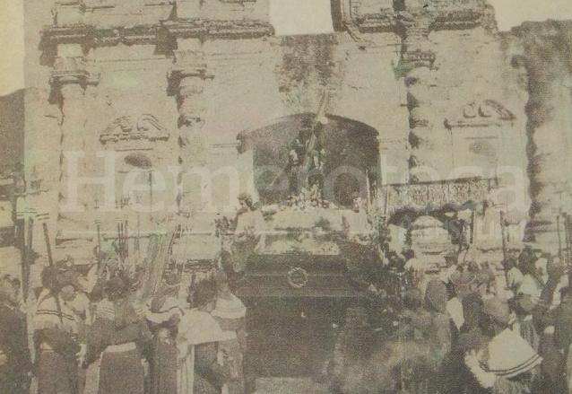 Peregrinación de Jesús de Candelaria a las ruinas de su antiguo templo en la Antigua Guatemala en 1963 por su IV Centenario. (Foto: Hemeroteca PL)