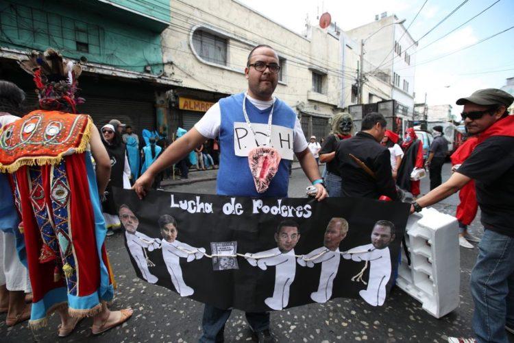 La sátira es la característica de este desfile bufo esperado por muchos guatemaltecos.