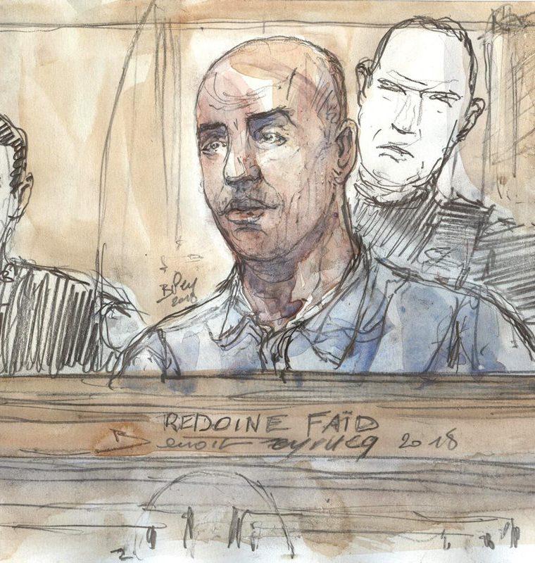 Dibujo del delincuente francés Redoine Faid durante su juicio en el tribunal de Assise en París en febrero del 2018. (Foto Prensa Libre: AFP)