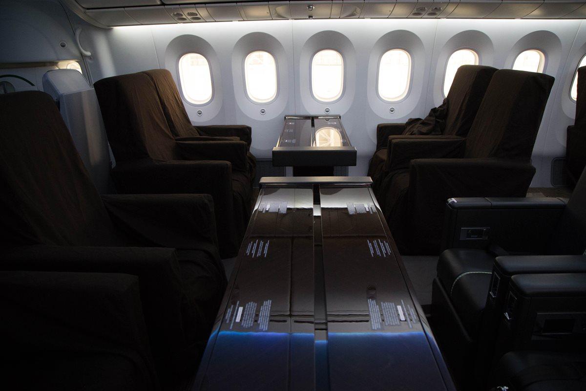 El avión presidencial partió este lunes de México hacia California para ser puesto a la venta. (Foto Prensa Libre: EFE)
