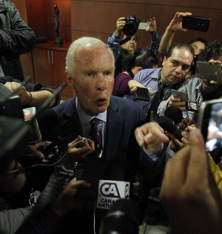 El edil capitalino respondió algunas preguntas de la Prensa. (Foto Prensa Libre: Paulo Raquec)
