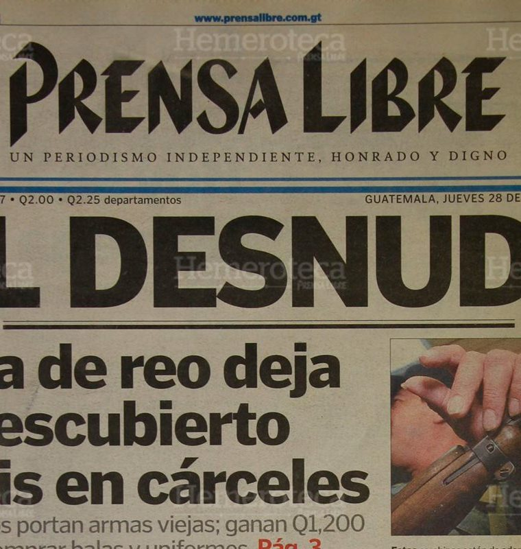 Jose? Fernando Cari?as se fugó de cuando era trasladado en un bus urbano luego de una audiencia en Tribunales. 28/10/1999. (Foto: Hemeroteca PL)