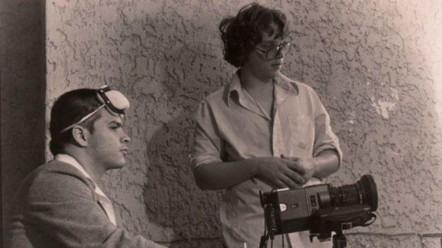 Rigoberto Mora (izquierda), uno de sus mejores amigos, fue el socio de la empresa de efectos especiales que fundó Guillermo del Toro (derecha), Necropsia. (Foto: Rigoberto Mora)