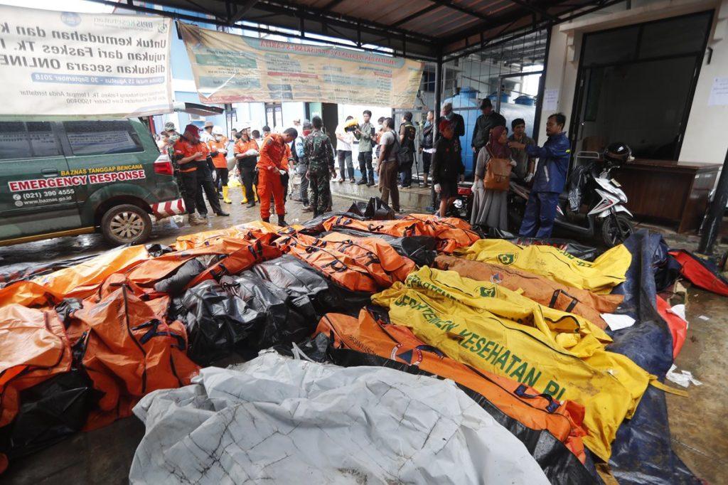 Más de 220 personas murieron y cientos resultaron heridas.