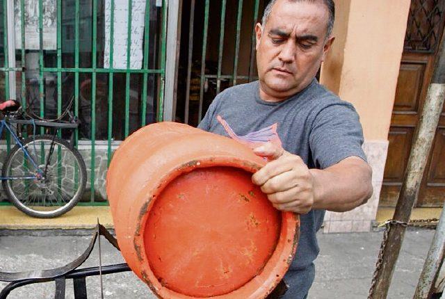 El precio del cilindro de 25 libras quedó en Q110, el tambo de 100 libras se cotizó en Q440, confirmaron las autoridades. (Foto Prensa Libre: Hemeroteca)