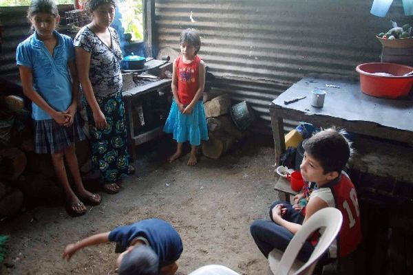Mujeres del área rural de Quetzaltenango afrontan serias dificultades para su  desarrollo.