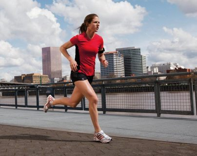 Hay que consultar con un experto antes de elegir correr como actividad física, para que estemos seguros de que no causará daños al cuerpo.