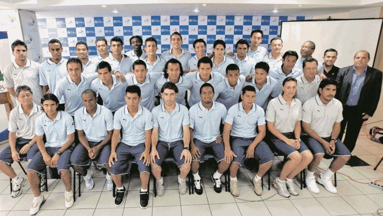 Esta fue la delegación de futbolistas que representó a Guatemala en el Preolímpico de la Concacaf del 2008, desarrollado en Estados Unidos. (Foto Prensa Libre: Hemeroteca PL)