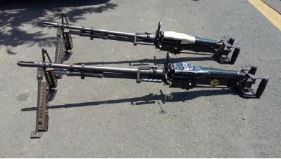 Tres de cuatro ametralladoras M-60 fueron localizadas localizadas en un vehículo abandonado en la colonia La Chacra, Ahuachapán, El Salvador. (Foto Prensa Libre: elmundo.com.sv)