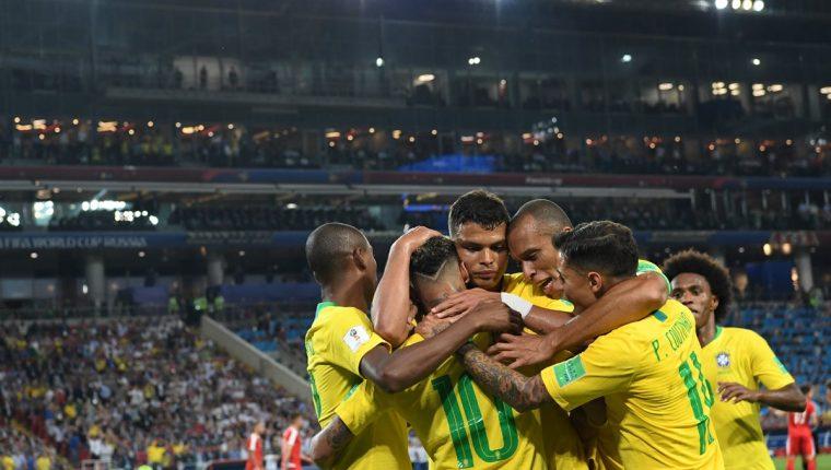 Dominio total de Brasil en la victoria contra Serbia. (Foto Prensa Libre: AFP)