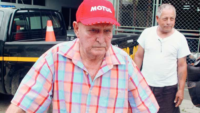 El exconcejal de Chiquimula, Max Eduardo Cordón Orellana, es llevado a los tribunales de justicia, señalado de varios delitos sexuales contra una menor. (Foto Prensa Libre:)