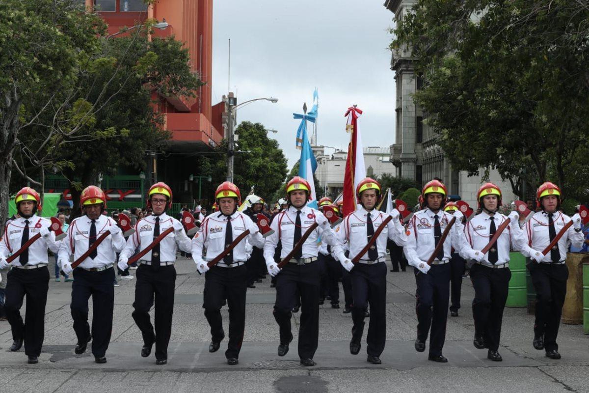 En la actividad participaron más de 700 bomberos municipales. (Foto Prensa Libre. Esbin García)